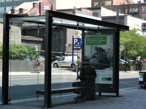 Abribus Quartier international de Montréal