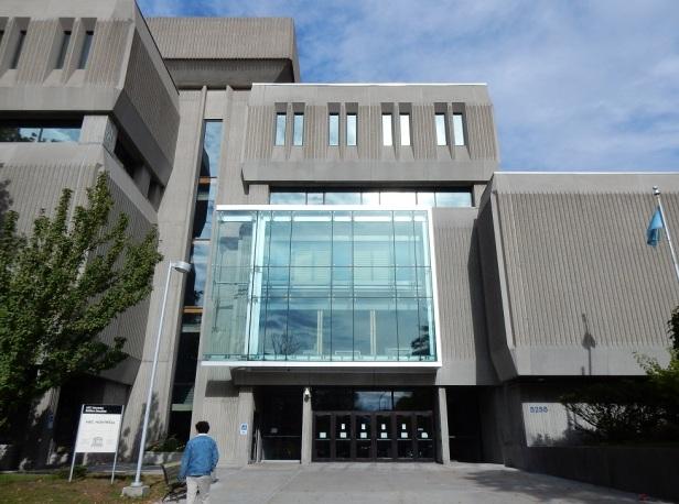 Architecture Brutalisme Montréal Pavillon Decelles UdeM