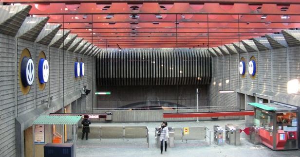 Architecture Brutalisme Montréal Station Préfontaine