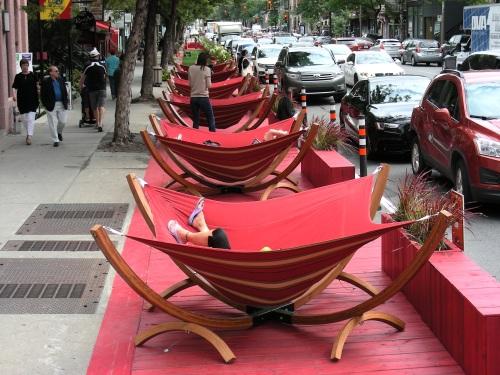 Terrasse rouge sur St-Denis
