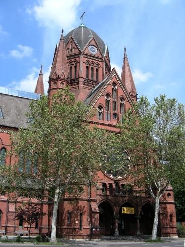 1 Heilig-Kreuz-Kirche – KirchenCafé