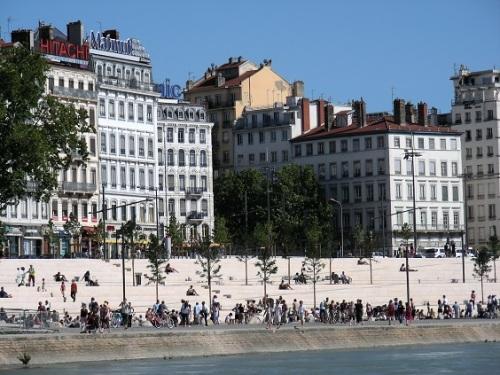 2 Lyon 975