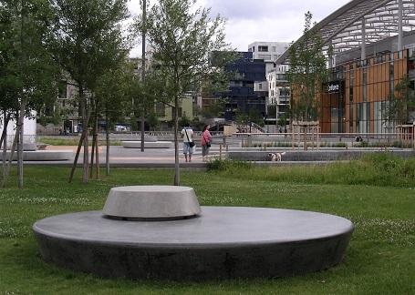Banc public Lyon Confluence