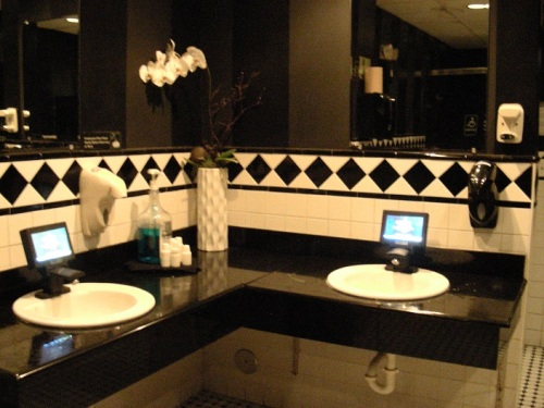 miami-bar-branche-toilette