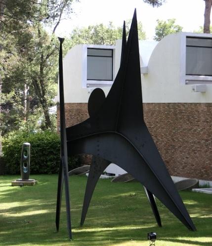 a Oeuvre de Calder St-Paul de Vence