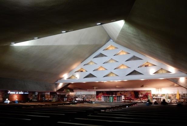 Église Saint-Jean-Vianney Montréal Roger D'Astous (2)