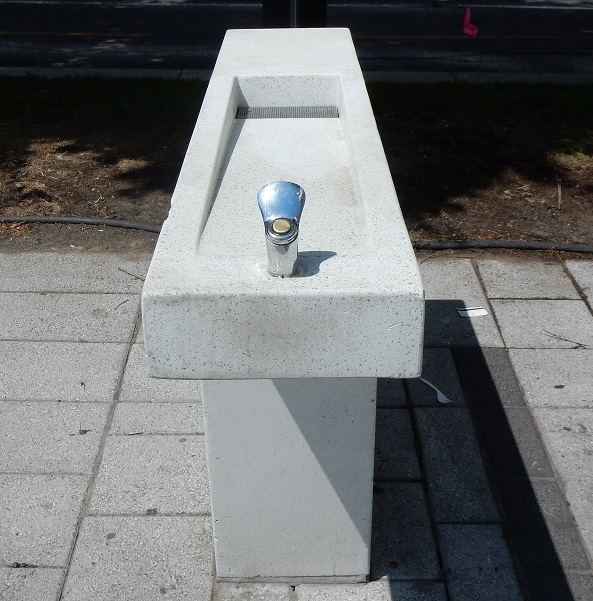 fontaine à boire Montréal Quartier des spectacles