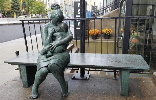 Banc sculpture Montréal (2)
