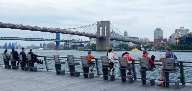 02 Bords de l'eau à New York bancs publics